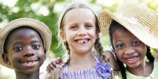 L'activité espiègle d'amusement d'enfance d'enfants d'enfant badine le concept Photos stock