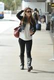 L'actrice Anna Torv est vue chez LAX photos stock