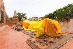 L'adagiare Buddha antico in 500 anni Immagine Stock