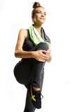 L'addestramento aerobico della ragazza aumenta il ginocchio su Immagine Stock