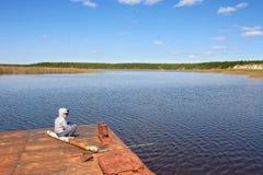 L'adolescent pêche Image stock