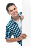 L'adolescent retient un panneau blanc Photographie stock
