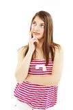 L'adolescente attraente pensa lo sguardo in su Fotografia Stock