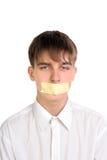 L'adolescente con la bocca ha sigillato immagini stock