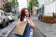L'adolescente felice ha fatto un acquisto Immagine Stock