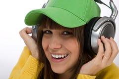 L'adolescente femminile felice gode della musica Immagini Stock