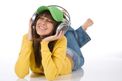L'adolescente femminile felice gode della musica Fotografia Stock Libera da Diritti