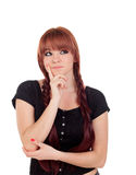 L'adolescente songeuse s'est habillée dans le noir avec une perforation Image stock