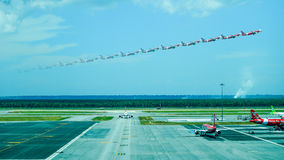L'aereo di Air Asia decolla immagini stock