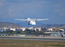 L'aereo a motore dell'elica decolla Fotografia Stock Libera da Diritti