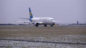 L'aereo prima decolla archivi video