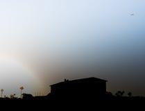 L'aereo sta sfuggendo a dal sole in Israele Immagine Stock