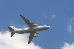 L'aeronautica russa An-124 Ruslan sorvola il quadrato rosso Immagine Stock