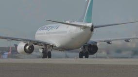 L'aeroplano pronto per decolla all'aeroporto internazionale di Las Vegas - U.S.A. 2017 video d archivio