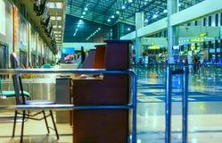 L'aeroporto controlla lo scrittorio Fotografia Stock