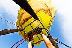 L'aerostato di aria toglie - Mongolfiera fotografia stock