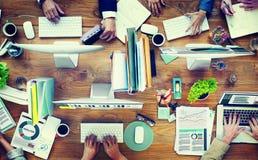 L'affare Adminstratation dell'ufficio inizia sul concetto di conferenza Immagini Stock