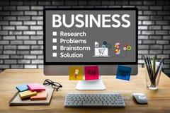 L'affare inizia sugli scopi di strategia della tecnologia, mano w dell'uomo d'affari Immagini Stock