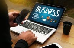 L'affare inizia sugli scopi di strategia della tecnologia, mano w dell'uomo d'affari Fotografia Stock