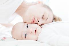 L'affetto della madre Fotografia Stock