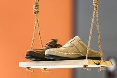 L'affichage des chaussures sur la façon dont ils vont en vente photos stock