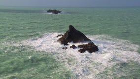 L'affioramento roccioso del toro, Cornovaglia archivi video