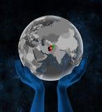 L'Afghanistan sur le globe dans des mains dans l'espace Illustration de Vecteur