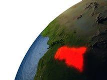 L'Afrique centrale en rouge sur terre la nuit Images stock
