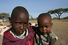 l'Afrique, la Tanzanie, la momie et le masai des enfants Images libres de droits