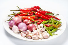 L'aglio e la cipolla ed il rosso dei peperoncini rossi hanno asciugato il pepe Immagini Stock