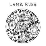 L'agnello Ribs i tagli con le erbe, limone, pomodoro, prezzemolo, timo, pepe Su un BBQ rotondo della griglia Guida della carne pe Fotografia Stock