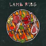 L'agnello Ribs i tagli con le erbe, limone, pomodoro, prezzemolo, timo, pepe Su un BBQ rotondo della griglia Menu del ristorante  Fotografie Stock Libere da Diritti
