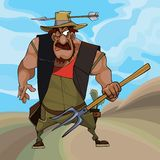 L'agricoltore divertente del fumetto si difende con una forca in sua mano immagini stock