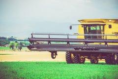 L'agricoltura funziona la mietitrice Fotografia Stock Libera da Diritti
