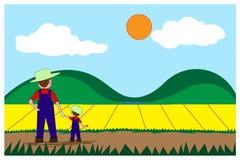 L'agriculteur et le garçon se tiennent tenants la main, regardent aux usines de jardin croissantes Image libre de droits