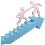 L'aide de personnes joignent des escaliers de flèche Photo stock