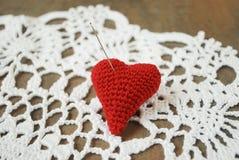 L'aiguille en acier coincée à mon coeur Image stock