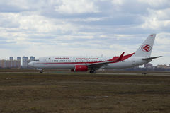 L'air Algеrie de Boeing 737-800 (7T-VKA) après le débarquement à l'aéroport de Sheremetyevo Image stock
