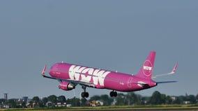 L'air de wow décolle de l'aéroport de Francfort, FRA, Allemagne photos stock