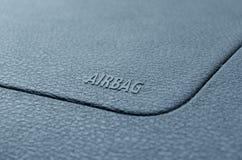 L'airbag de mot est écrit sur le tableau de bord d'une voiture Image stock