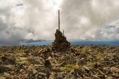 L'airn de ¡ de Ð a composé de l'un l'autre sur une montagne dans Altai à dedans photo stock