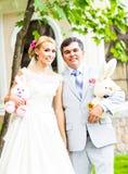 L'ajouter de mariage au mariage joue, des lapins, lapins Photo libre de droits