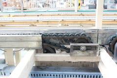 L'ajustement de tension à chaînes a placé dans l'usine Photographie stock