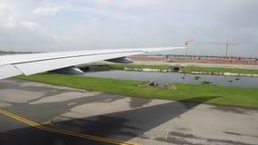 L'ala degli aerei dalla finestra stock footage