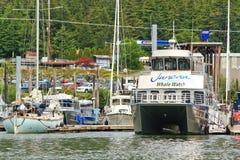 l'Alaska - port de baie d'Auke de bateau de montre de baleine Images libres de droits