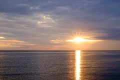 L'alba alla spiaggia Immagini Stock