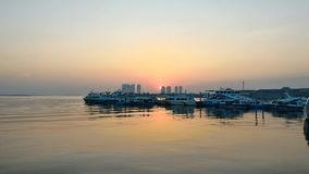 L'alba nel porto fotografia stock libera da diritti