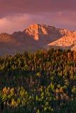 L'alba sopra desidera picco Immagine Stock