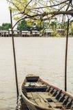 L'albero della barca, del paesino di pescatori e di salice fiorisce nel Myanmar 1 fotografia stock