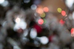 L'albero di Natale accende Bokeh luminoso e scuro fotografie stock libere da diritti